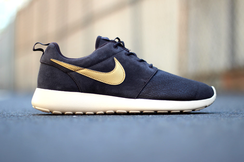 de9053f575498 New Release  Nike Roshe Run Suede - Brown Gold - HEY GENTS