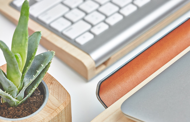 Apple macbook wood stand