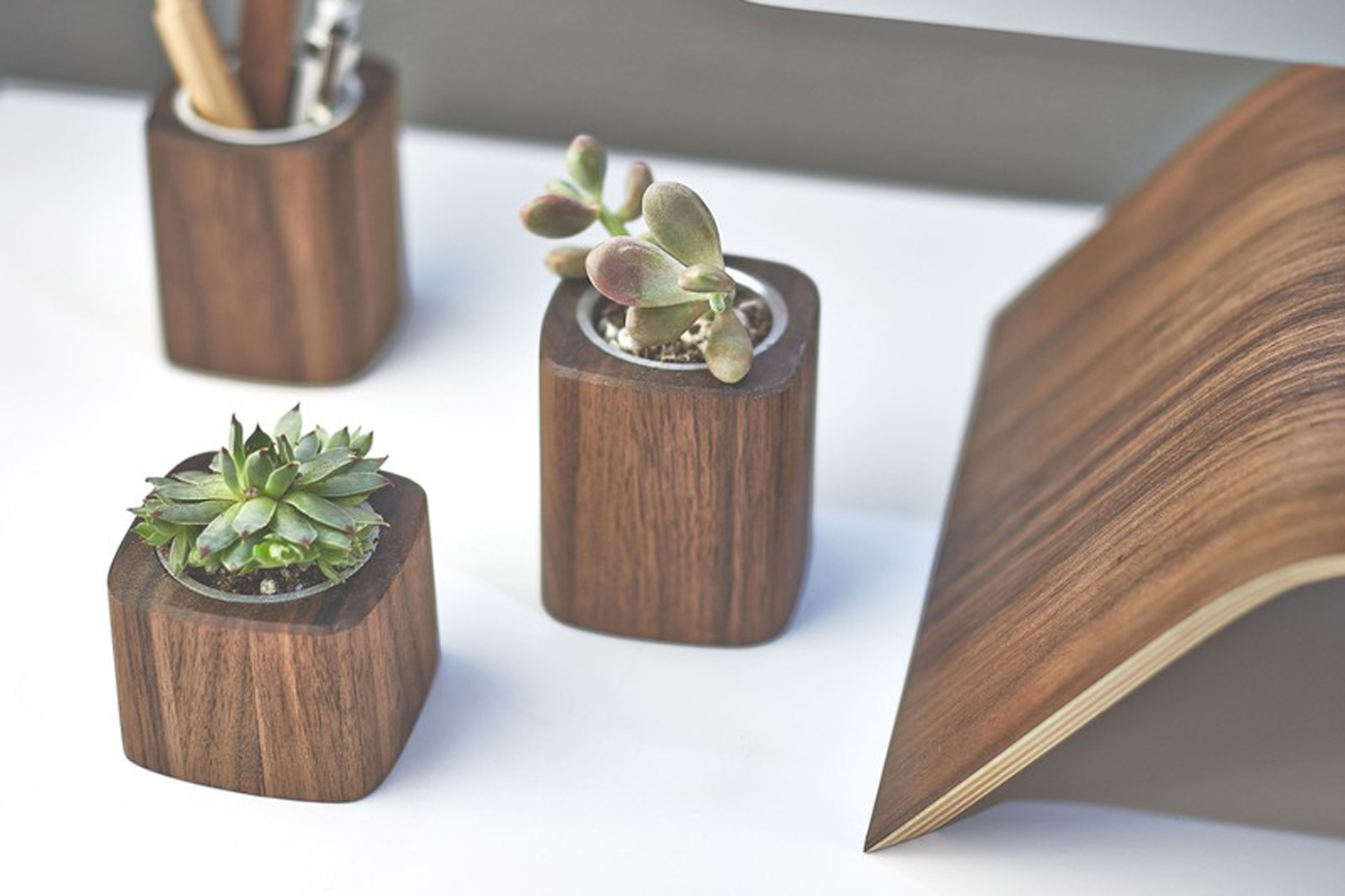 9 cool desk accessories for men hey gents for Unusual decorative accessories