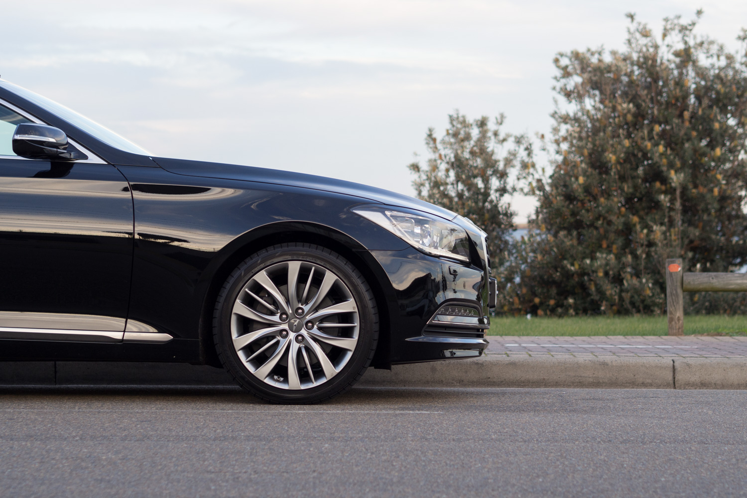 Hyundai Genesis Review | High-End Luxury At A Mid-Range Price