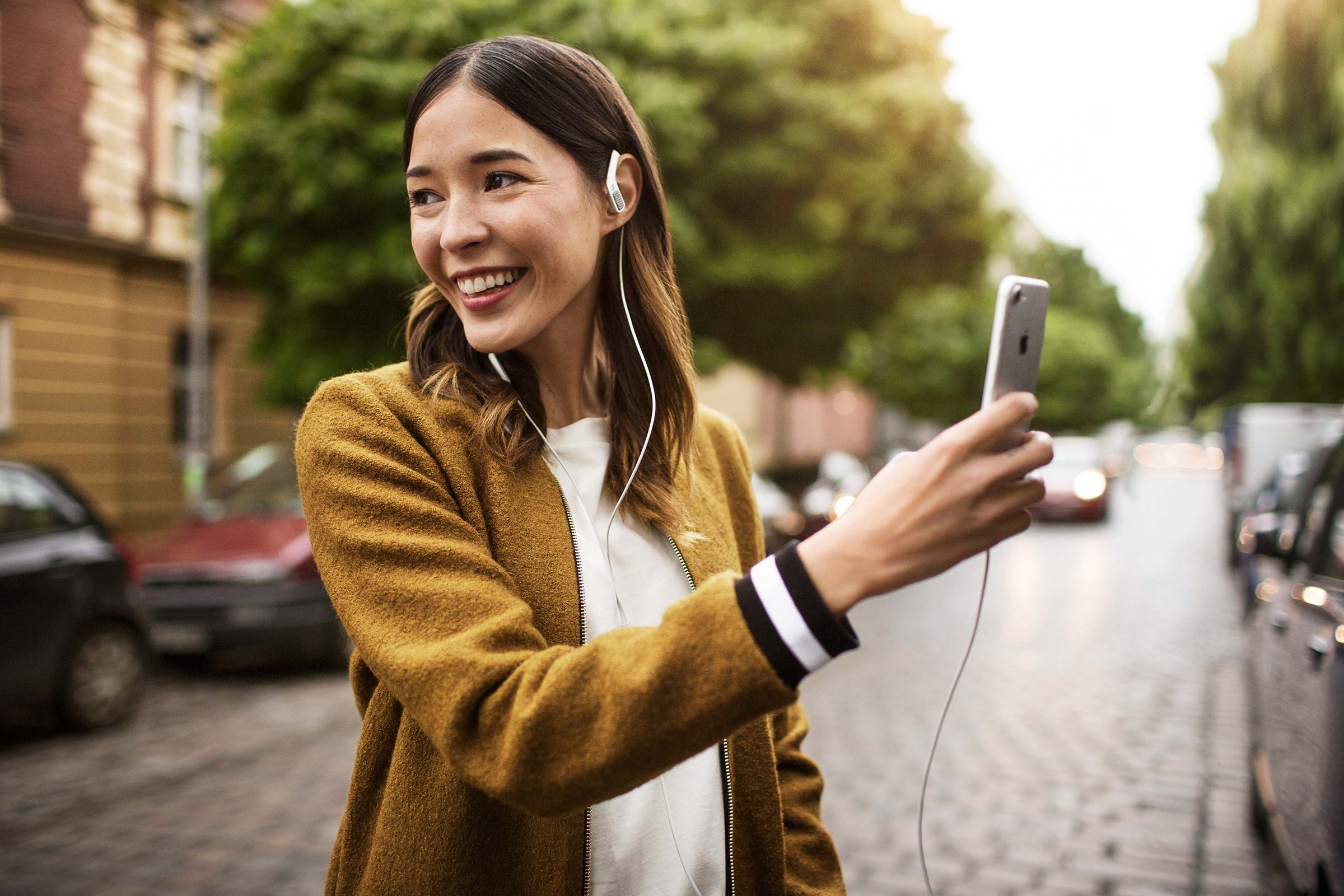 5 Awesome Uses Of The Sennheiser AMBEO SMART HEADSET