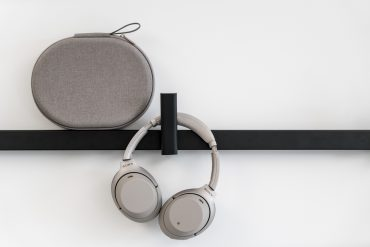 sony-headphones-wh1000-xm3-1