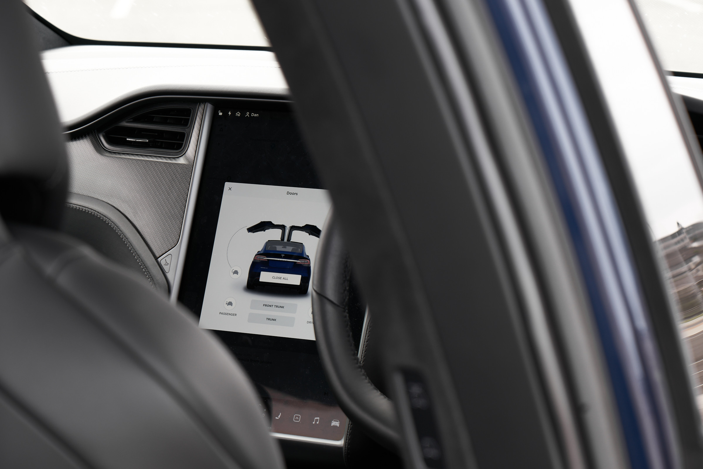 Tesla Model X screen - HEY GENTS